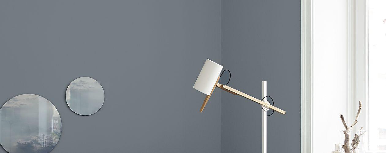 Nordisch gelassenes Blaugrau – verleiht Weitblick, beruhigt und lässt Wände optisch zurückweichen.