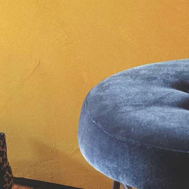 Goldene Wandfarbe als edler Hingucker - Alpina Farben