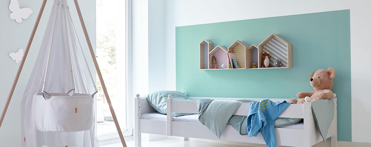 Mit einem Farbkonzept lassen sich die Bereiche von zwei Kindern auf elegante Weise abtrennen.