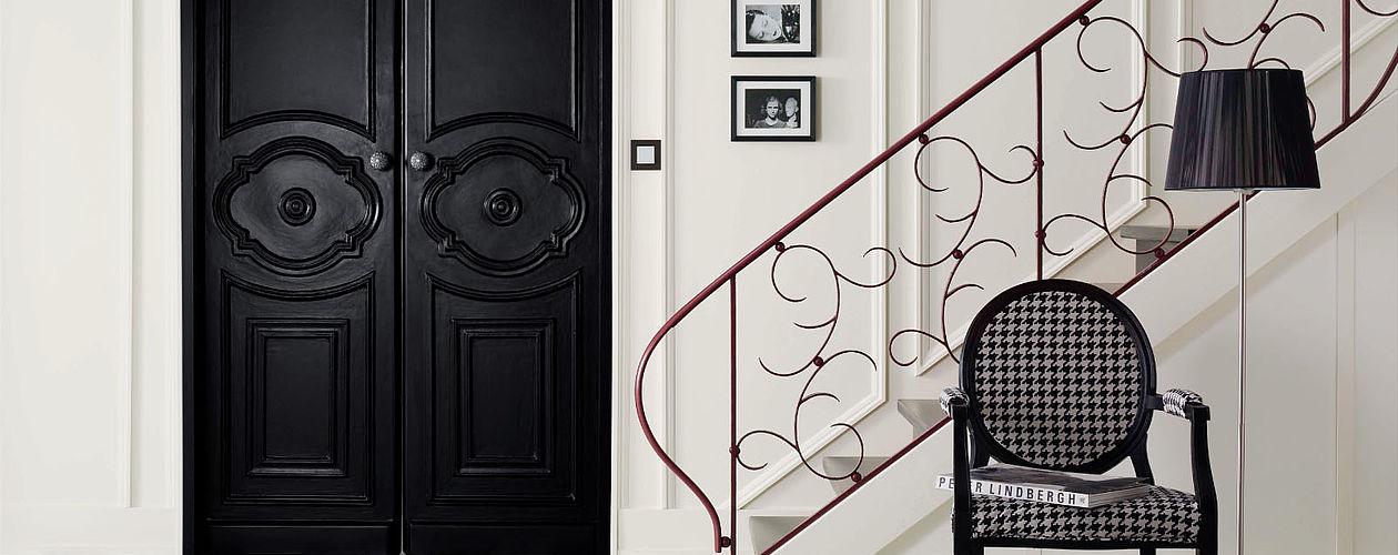 Schwarz-Weiß wirkt edel und minimalistisch – geschwungene, verspielte Formen lockern den starken Kontrast auf.