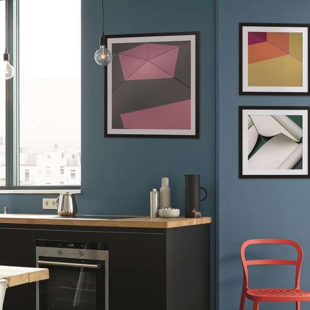 Kunst ist, wenn Kunstwerk und Wandfarbe aufeinander treffen - Alpina Farben